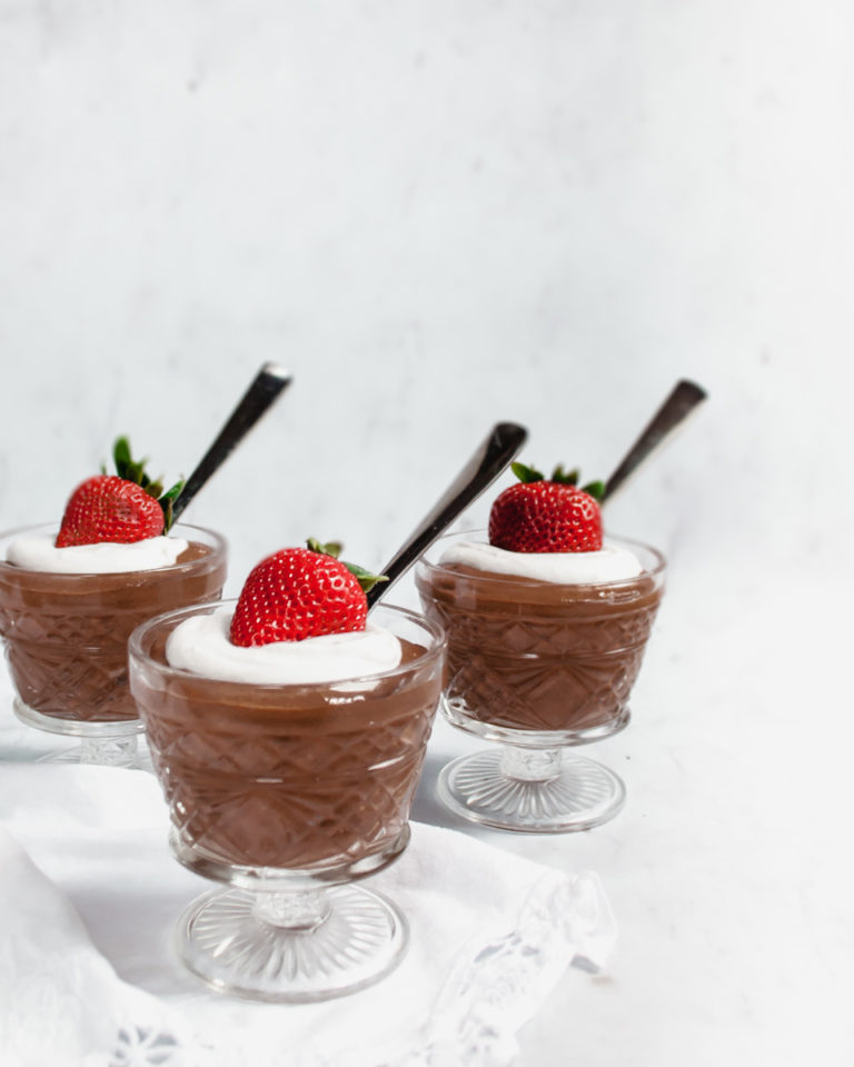Healthy chocolate pudding made with chia seeds and raw cacao is healthy and delicious! Indulge your sweet tooth without the guilt! | Vegan | Refined Sugar Free | Fast | Vegan Kids | Healthy Snack | Dessert