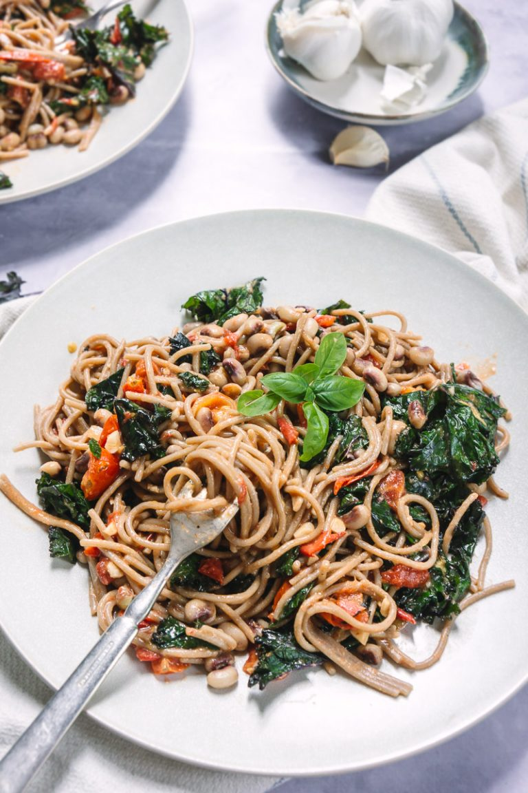 Brown Rice Pasta with Black Eyed Peas and Kale